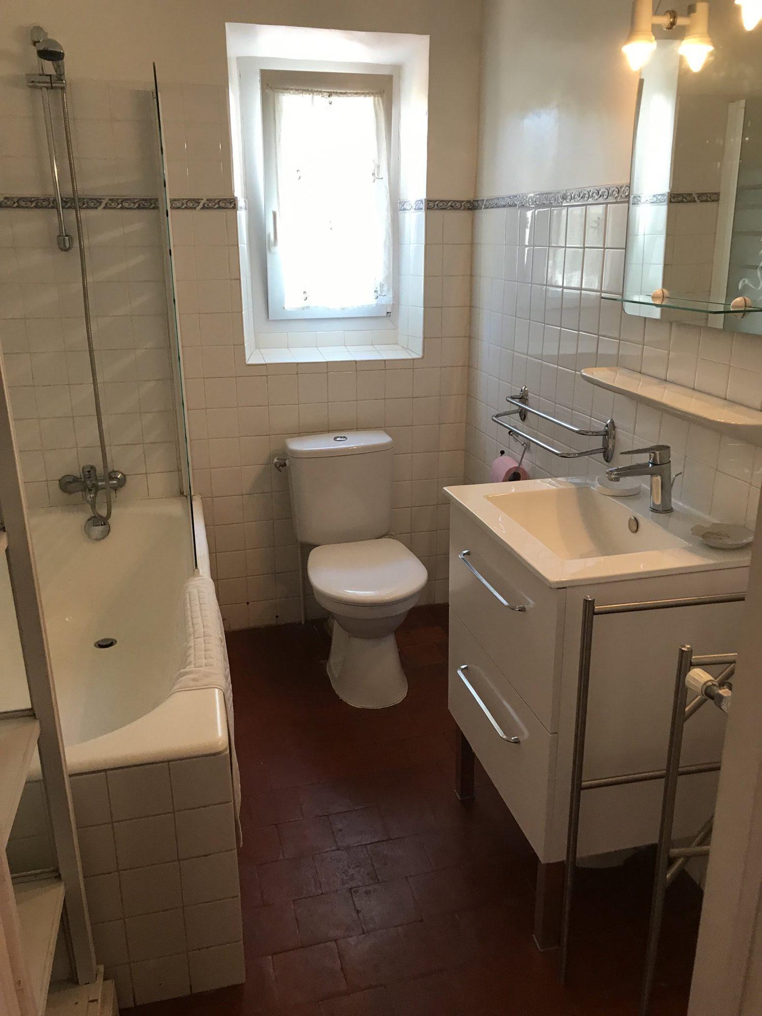 3 salles de bains / 3 bathroom